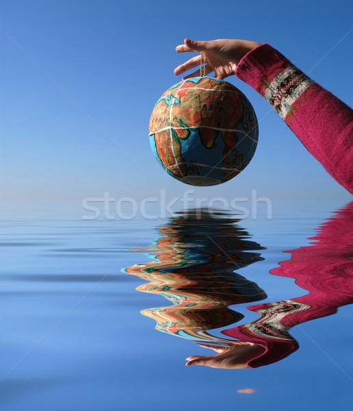 Globo mão reflexão água mapa mundo Foto stock © zittto