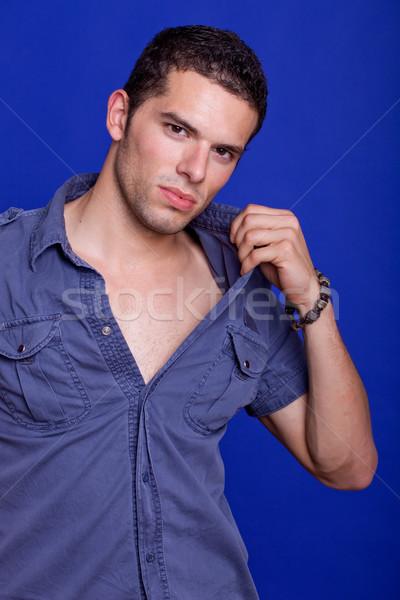 Gündelik genç genç portre mavi gülümseme Stok fotoğraf © zittto