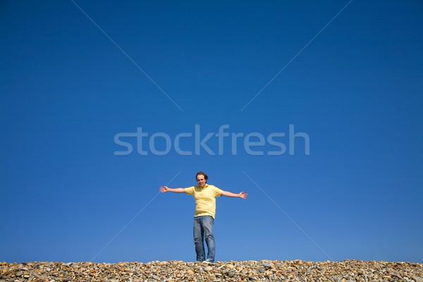 Ampia open uomo braccia spiaggia cielo Foto d'archivio © zittto