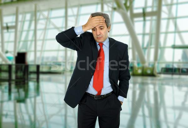 Fejfájás üzletember öltöny gesztusok iroda kéz Stock fotó © zittto
