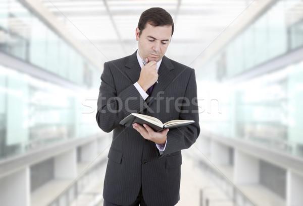 Düşünme dalgın işadamı kitap beyaz ofis Stok fotoğraf © zittto
