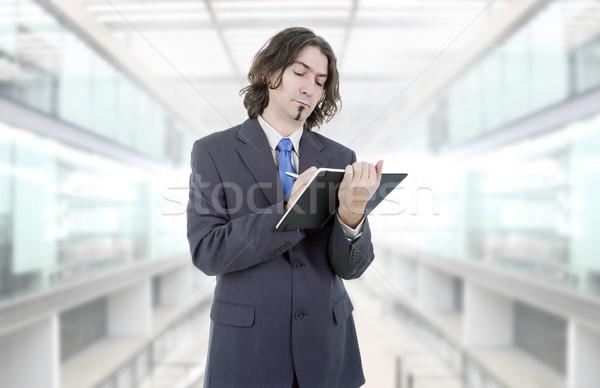 Stock fotó: Gondolkodik · töprengő · üzletember · könyv · iroda · pénzügy