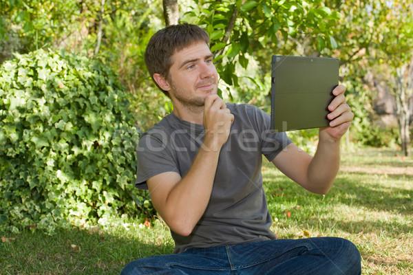 Adam tablet gündelik resim Stok fotoğraf © zittto