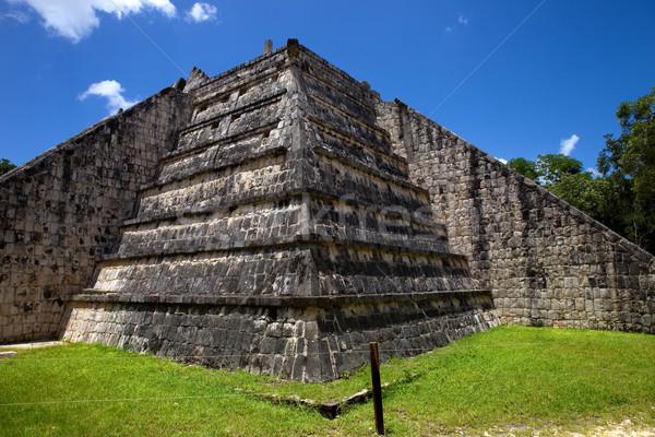 Chichen Itza eski tapınak detay Bina seyahat Stok fotoğraf © zittto