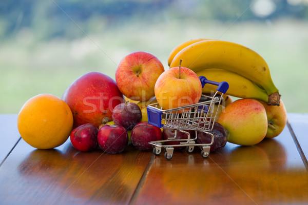 Variété fruits faible panier table jardin Photo stock © zittto