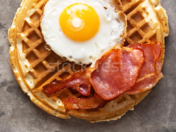Rústico segurelha bacon ovo waffle Foto stock © zkruger