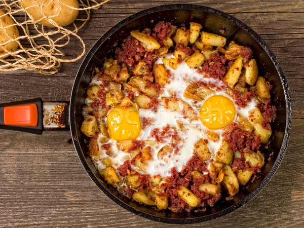 Rusztikus marhahús krumpli közelkép tojás piros Stock fotó © zkruger