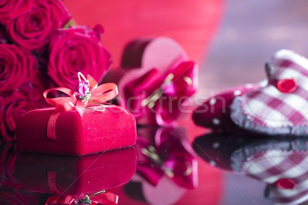Specjalny dzień bukiet róż kształt serca polu Zdjęcia stock © zolnierek