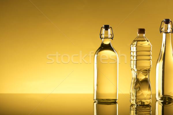 Petróleo vegetales botellas vidrio mesa primavera Foto stock © zolnierek