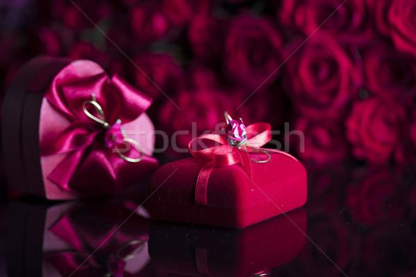 Especial día ramo rosas vidrio mesa Foto stock © zolnierek