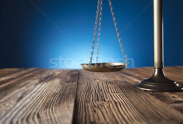 прав масштаба правосудия старые деревянный стол синий Сток-фото © zolnierek