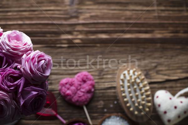 Dzień czerwony serca róż drewniany stół tekstury Zdjęcia stock © zolnierek