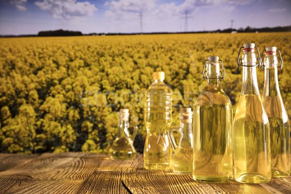Oleju warzyw butelek szkła tabeli kwiat Zdjęcia stock © zolnierek