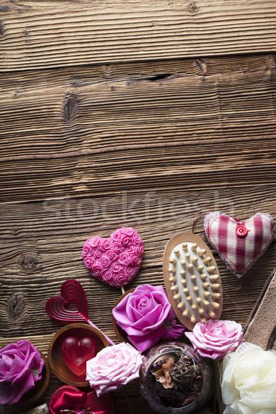 Spa róż serca drewniany stół wzrosła Zdjęcia stock © zolnierek