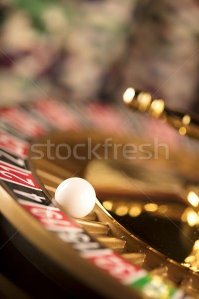 Casino tarjetas ruleta chips vidrio Foto stock © zolnierek