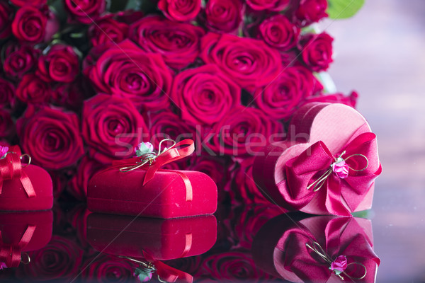 Especial día ramo rosas forma de corazón cuadro Foto stock © zolnierek