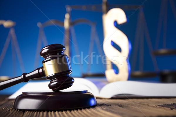 прав молоток масштаба правосудия старые деревянный стол Сток-фото © zolnierek
