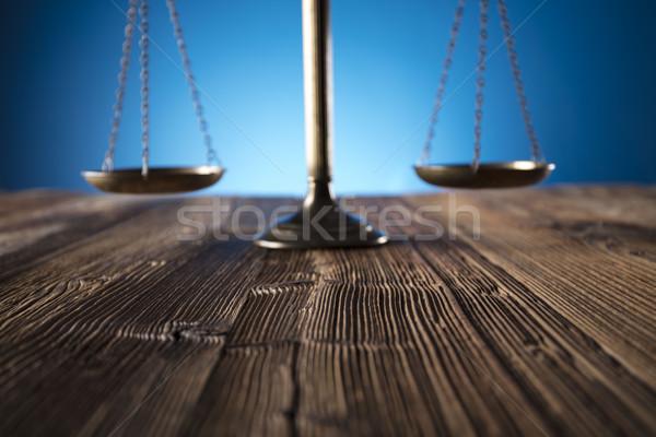 Ley escala justicia edad mesa de madera azul Foto stock © zolnierek