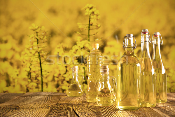 Petróleo vegetales botellas vidrio mesa alimentos Foto stock © zolnierek