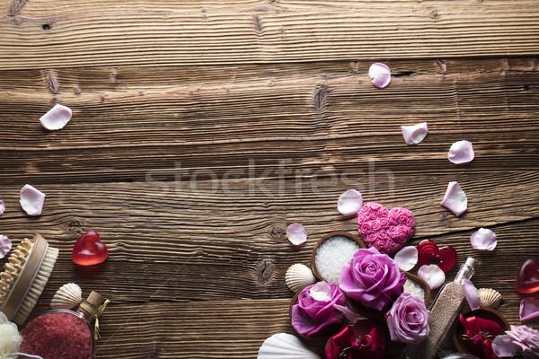 Spa róż serca drewniany stół kwiat Zdjęcia stock © zolnierek