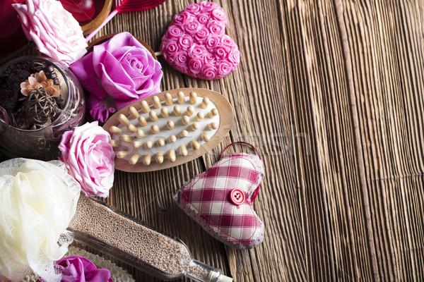 Spa róż serca drewniany stół ściany Zdjęcia stock © zolnierek