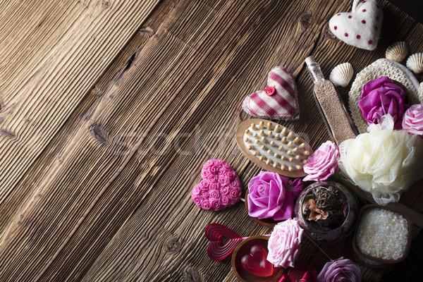 Spa róż serca drewniany stół miłości Zdjęcia stock © zolnierek