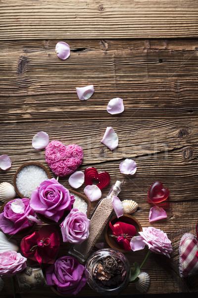 Spa róż serca drewniany stół zdrowia Zdjęcia stock © zolnierek