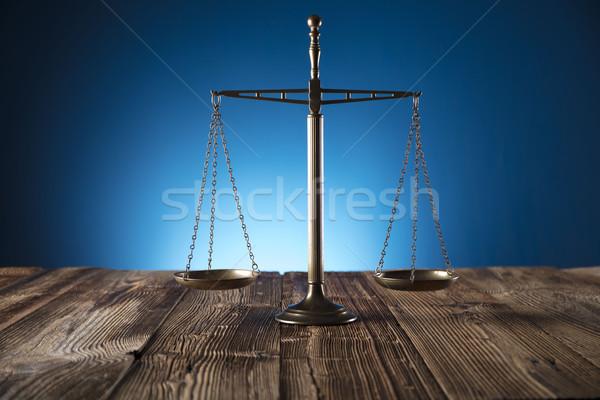 Legge scala giustizia vecchio tavolo in legno blu Foto d'archivio © zolnierek