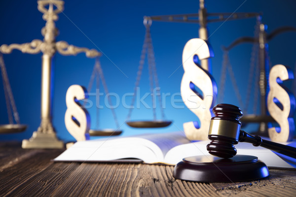 Legge martelletto scala giustizia vecchio tavolo in legno Foto d'archivio © zolnierek