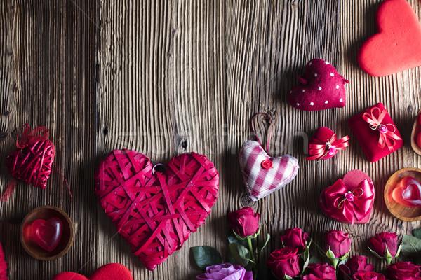 Dzień czerwony serca róż drewniany stół kwiat Zdjęcia stock © zolnierek