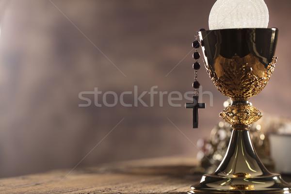 Katolikus vallás szent Biblia kereszt arany Stock fotó © zolnierek