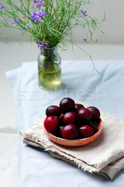 Pruimen vers rijp organisch kom rustiek Stockfoto © zoryanchik