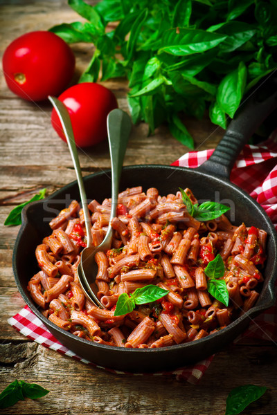 Pasta rustiek voedsel vlees tomaat plantaardige Stockfoto © zoryanchik