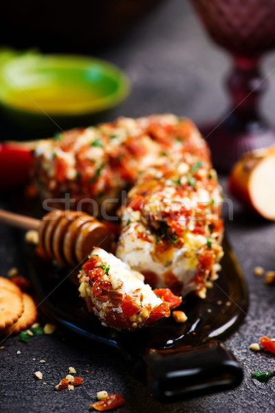 Honing abrikoos amandel geitenkaas focus groene Stockfoto © zoryanchik