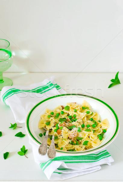 Macarrão verde ervilhas cremoso molho estilo Foto stock © zoryanchik