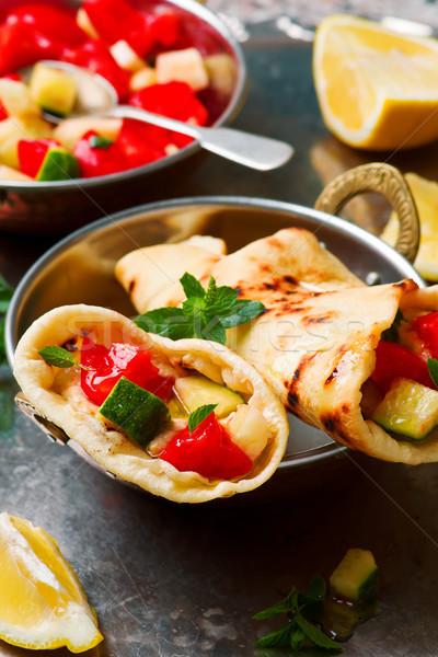 Pide sandviç et salata taze barbekü Stok fotoğraf © zoryanchik