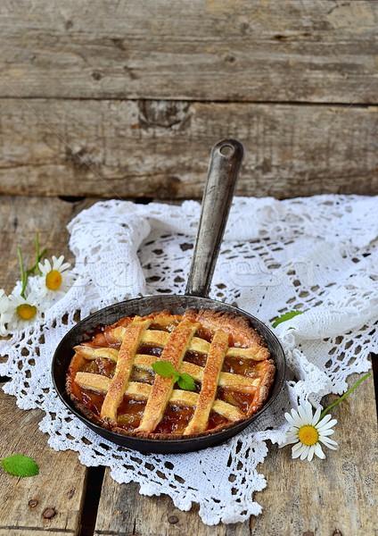 Rabarbar pie domowej roboty rustykalny stylu drewniany stół Zdjęcia stock © zoryanchik