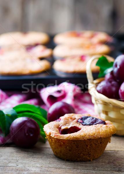 Eigengemaakt pruim muffins stijl selectieve aandacht voedsel Stockfoto © zoryanchik