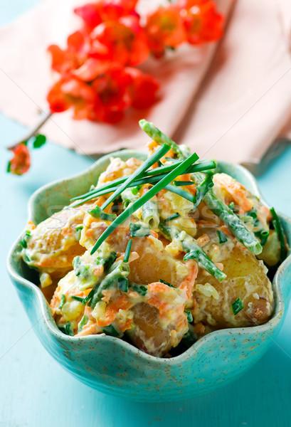 Hot aardappelsalade groene bonen wortel selectieve aandacht voedsel Stockfoto © zoryanchik