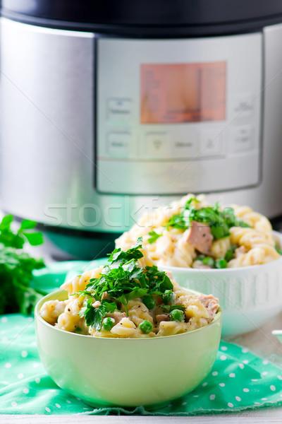 Pasta verde chícharos atún cremoso salsa Foto stock © zoryanchik