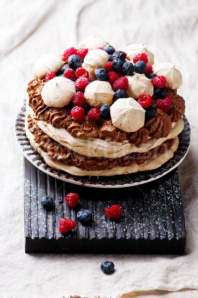 Torta csokoládé hab bogyók szelektív fókusz gyümölcs nyár Stock fotó © zoryanchik