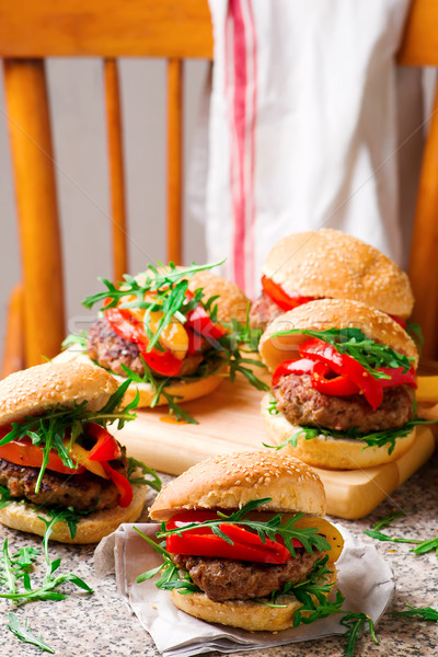 Borjúhús hamburger kecskesajt bors szelektív fókusz étel Stock fotó © zoryanchik