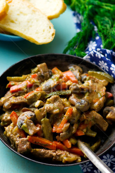 Ternera hortalizas vintage sartén atención selectiva alimentos Foto stock © zoryanchik