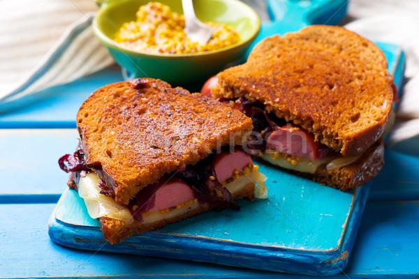 Salsichas sanduíches cebolas sanduíche almoço rápido Foto stock © zoryanchik