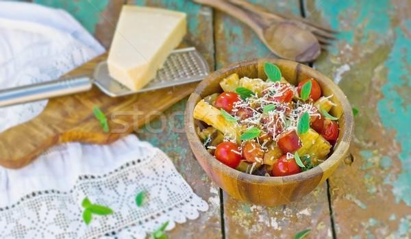 Macarrão legumes salsichas parmesão tigela macarrão Foto stock © zoryanchik