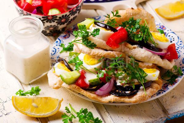 Pita fókusz zöld saláta szendvics paradicsom Stock fotó © zoryanchik
