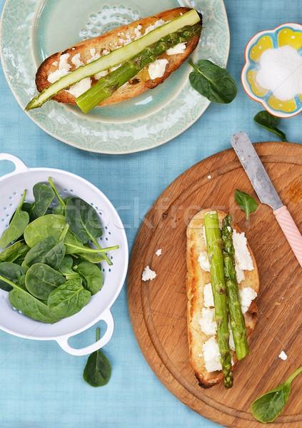 Bruschetta spárga kék tányér zöld fehér Stock fotó © zoryanchik