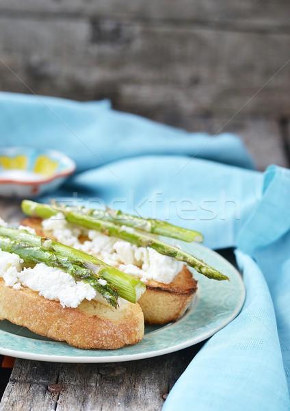 Bruschetta szparagów niebieski tablicy zielone biały Zdjęcia stock © zoryanchik