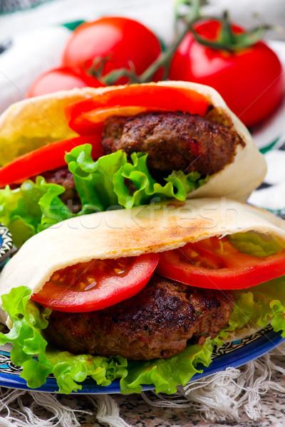 Morze Śródziemne baranka burger pita selektywne focus mięsa Zdjęcia stock © zoryanchik