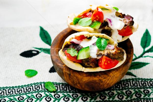 Grecki kanapkę ciasto pita mięsa świeże warzywa Zdjęcia stock © zoryanchik